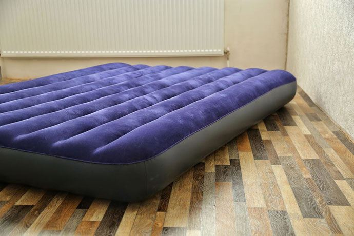 how to find a hole in an air mattress with smoke